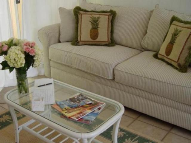 385_640x480.jpg - Tortuga Bungalow's Living Room