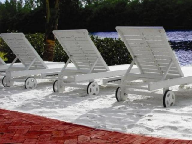 384_640x480.jpg - Lagoon Side Relaxation