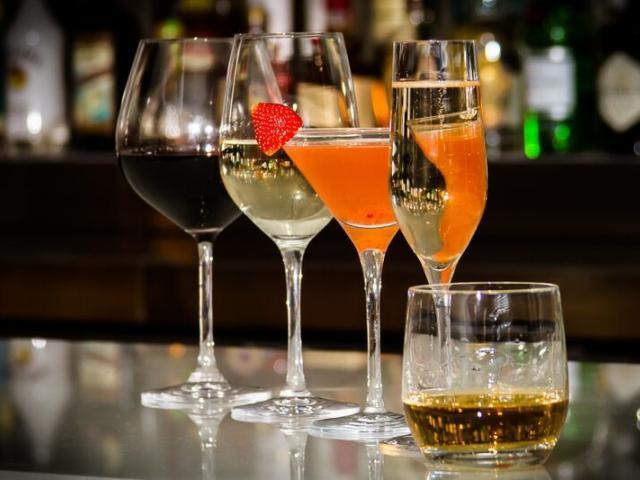 Full bar and wine list