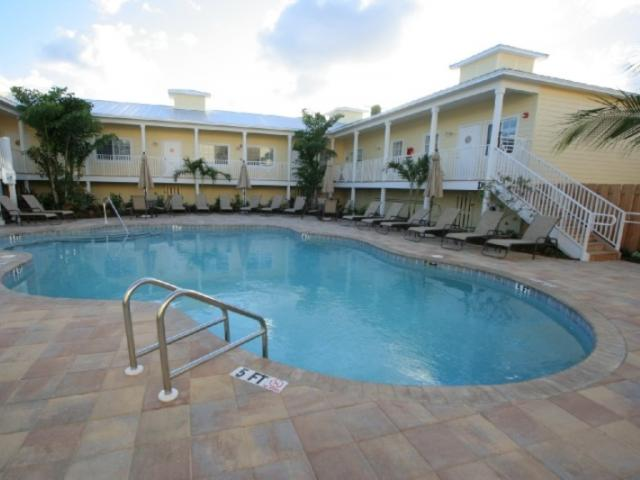 722_720x480.jpg - Swimming Pool