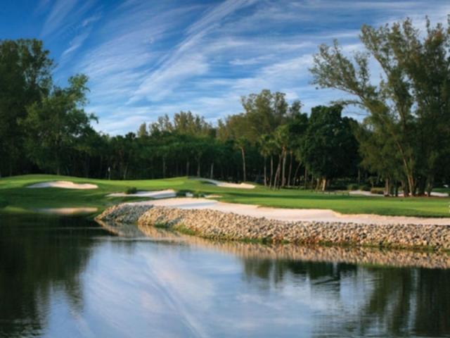 278_640x480.jpg - Golfing at it's best!  Harbourside Golf Course