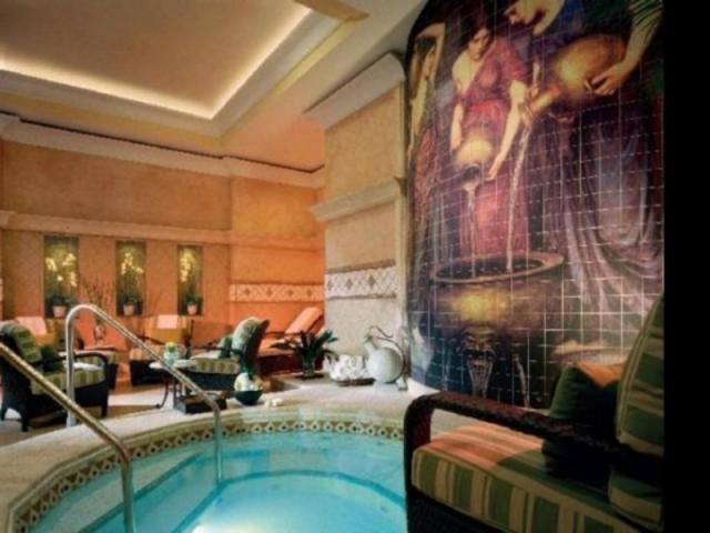 451_640x480.jpg - The Ladies Healing Waters area at The Members Spa Club features whirlpool, steam and sauna