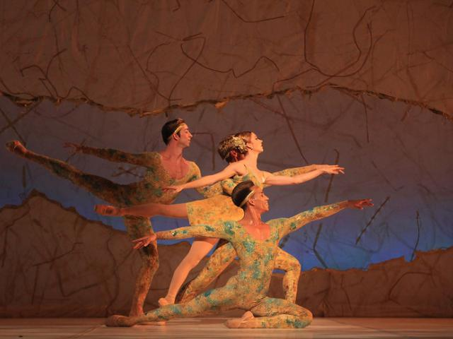The Sarasota Ballet in Sir Peter Wright's Summertide - Photo Frank Atura - The Sarasota Ballet in the 2014 revival of Sir Peter Wright's Summertide - Photo Frank Atura