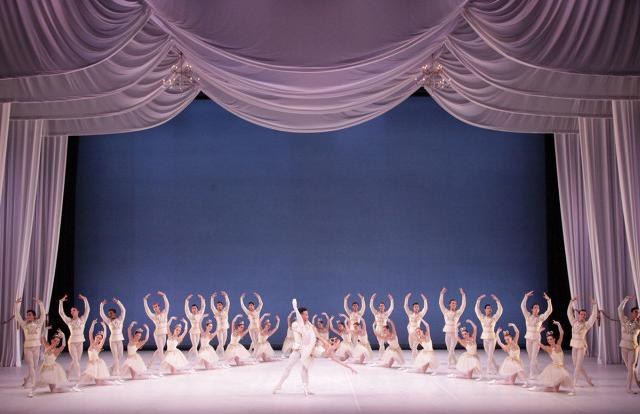 The Sarasota Ballet in George Balanchine's Diamonds, Jewels - Photo Frank Atura - The Sarasota Ballet in George Balanchine's Diamonds, Jewels - Photo Frank Atura