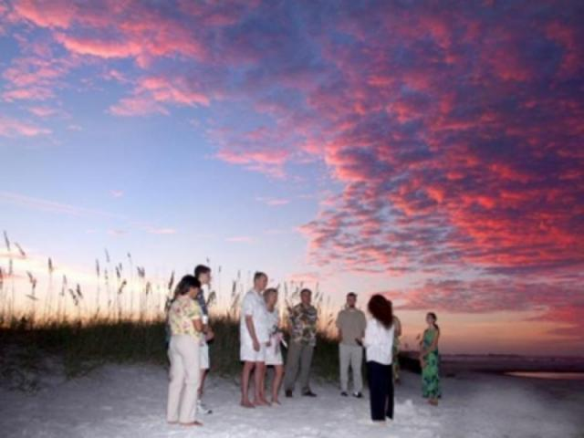 496_640x480.jpg - Beach weddings are popular from sunrise to sunset on Florida's beautiful beaches