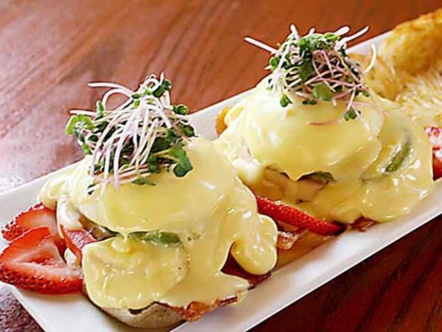 Zekes Bacon Avocado Tomato Benedict-3 - Zeke's Bacon Avocado Tomato Benedict-3 and Hashbrowns