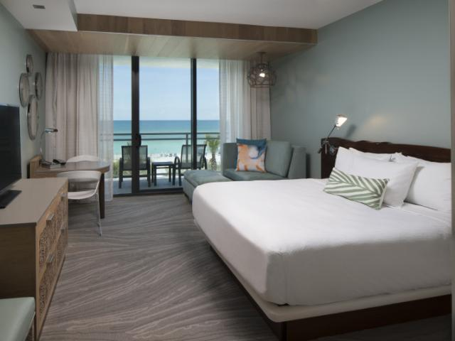 King Gulf View Guest Room - Enjoy spacious guest rooms and suites that reflect the laid back elegance of Florida's Gulf Coast