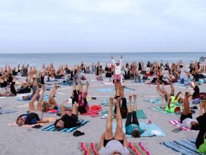Beach Yoga on Venice Beach - Beach yoga session with instructor Elin Larsen on Venice Beach